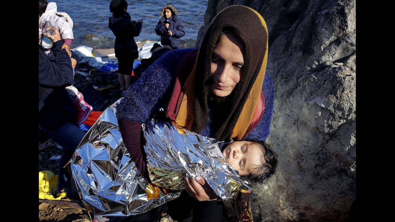 https://cdn.cnngreece.gr/media/news/2015/12/30/16971/photos/snapshot/2015-11-19T113717Z_1879494687_GF20000065854_RTRMADP_3_EUROPE-MIGRANTS-GREECE.JPG