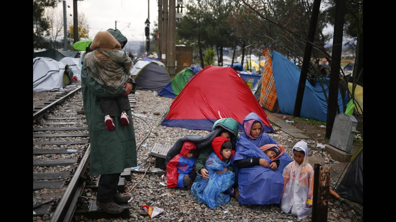 https://cdn.cnngreece.gr/media/news/2015/12/30/16971/photos/snapshot/2015-11-27T144630Z_2084669254_LR1EBBR1517W2_RTRMADP_3_EUROPE-MIGRANTS-BALKANS.JPG