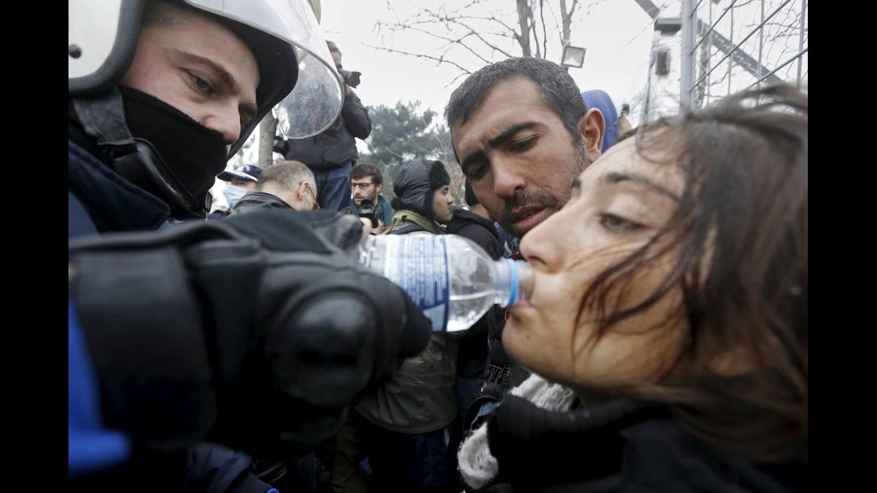https://cdn.cnngreece.gr/media/news/2015/12/30/16971/photos/snapshot/2015-12-04T091121Z_1885771103_GF10000254188_RTRMADP_3_EUROPE-MIGRANTS-GREECE.JPG