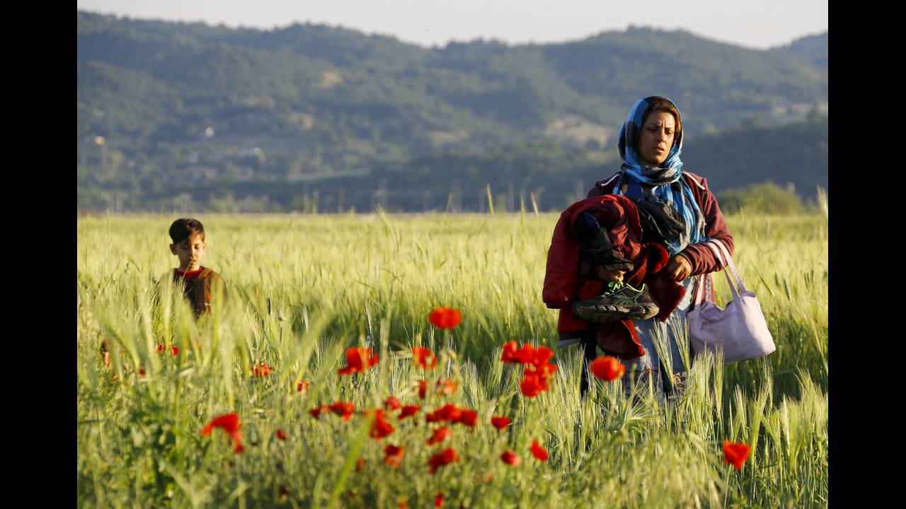 https://cdn.cnngreece.gr/media/news/2015/12/30/16971/photos/snapshot/Idomeni-Woman-Behrakis-2015-12-03T110255Z_1503607344_GF20000082613.JPG