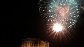 Εντυπωσιακές εικόνες από την υποδοχή του νέου έτους στην Αθήνα