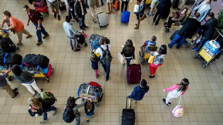 Βρετανός συνελήφθη στο Άμστερνταμ για απειλή βόμβας στο αεροδρόμιο