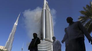 Καπνοί βγαίνουν ακόμα από τον λαμπαδιασμένο πύργο του Ντουμπάι