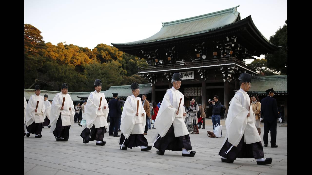 https://cdn.cnngreece.gr/media/news/2016/01/04/17371/photos/snapshot/NEW-YEAR-JAPAN12.jpg