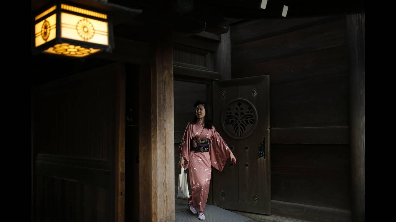 https://cdn.cnngreece.gr/media/news/2016/01/04/17371/photos/snapshot/NEW-YEAR-JAPAN13.jpg