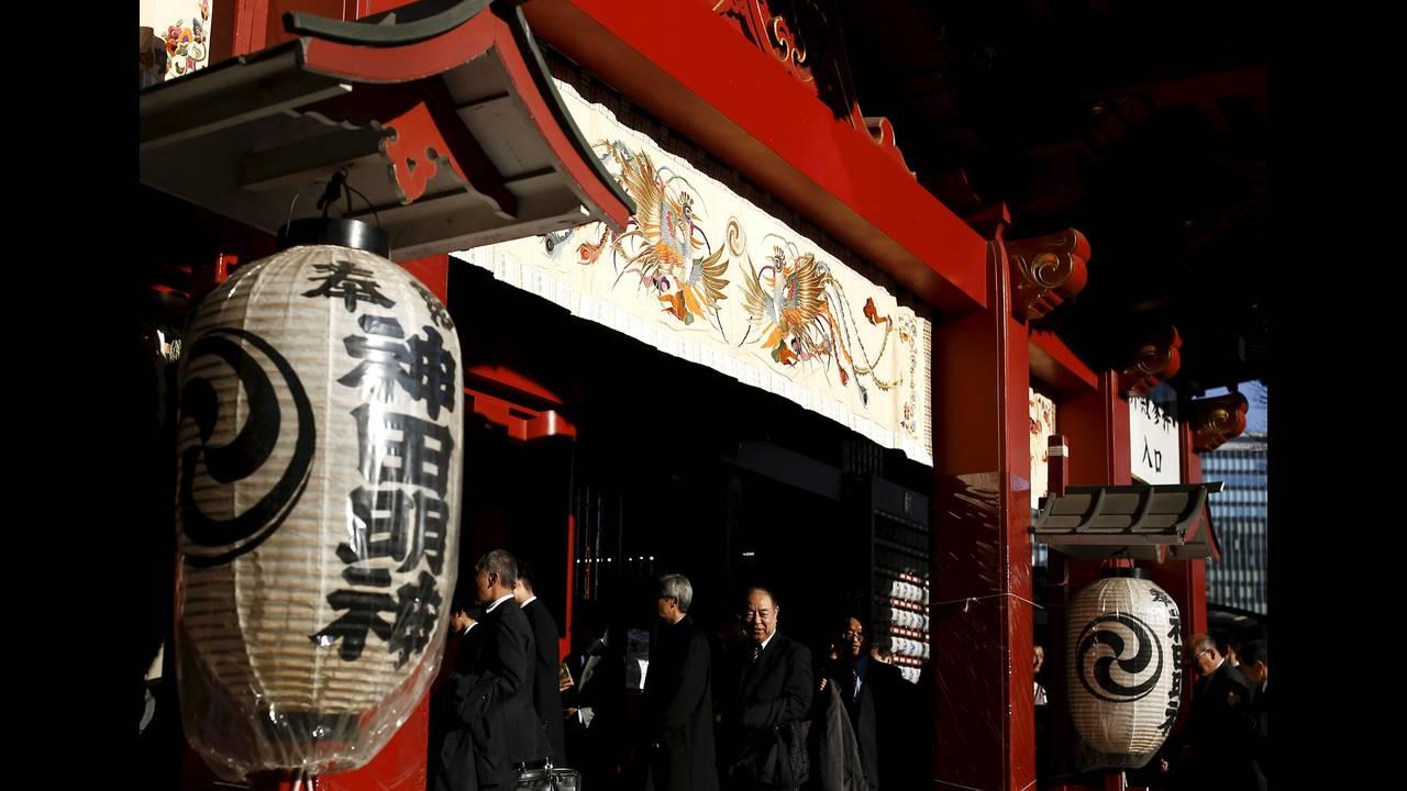 https://cdn.cnngreece.gr/media/news/2016/01/04/17371/photos/snapshot/NEW-YEAR-JAPAN3.jpg