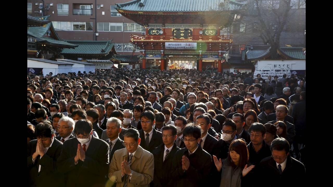 https://cdn.cnngreece.gr/media/news/2016/01/04/17371/photos/snapshot/NEW-YEAR-JAPAN4.jpg