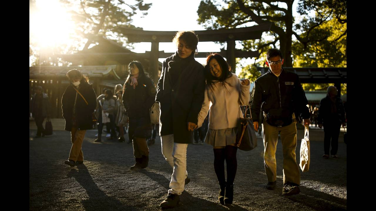 https://cdn.cnngreece.gr/media/news/2016/01/04/17371/photos/snapshot/NEW-YEAR-JAPAN5.jpg