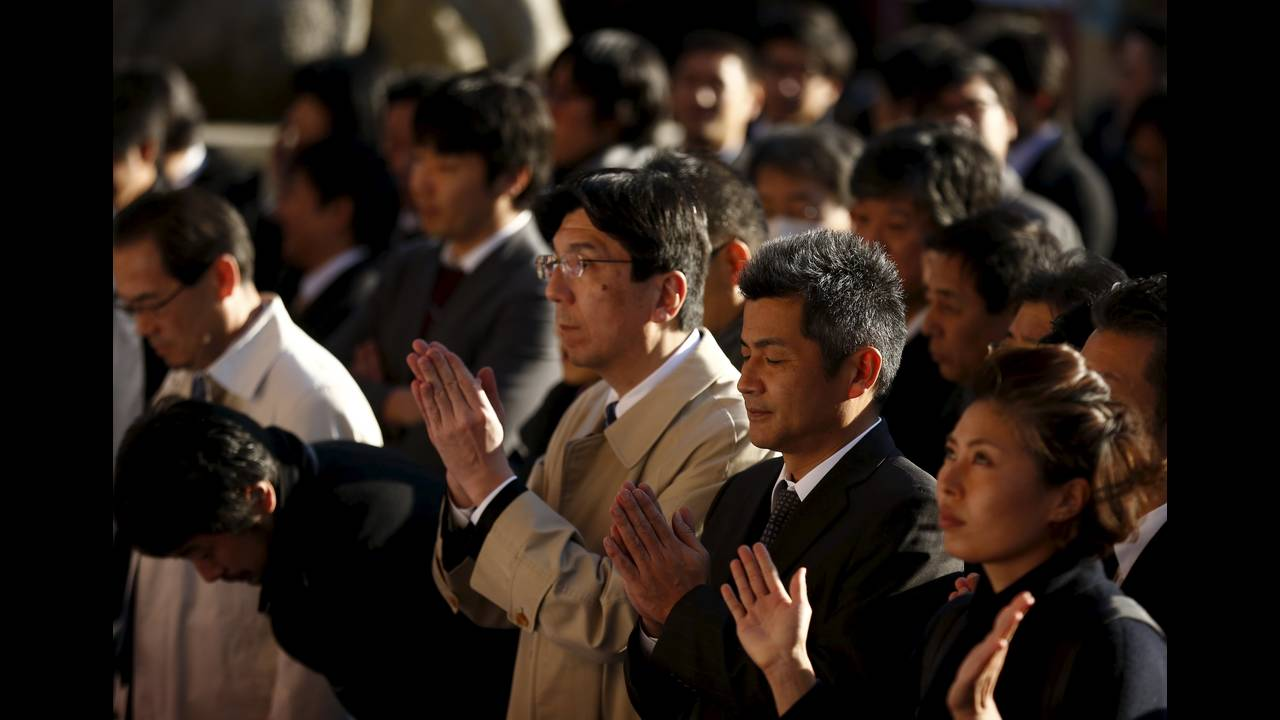 https://cdn.cnngreece.gr/media/news/2016/01/04/17371/photos/snapshot/NEW-YEAR-JAPAN6.jpg