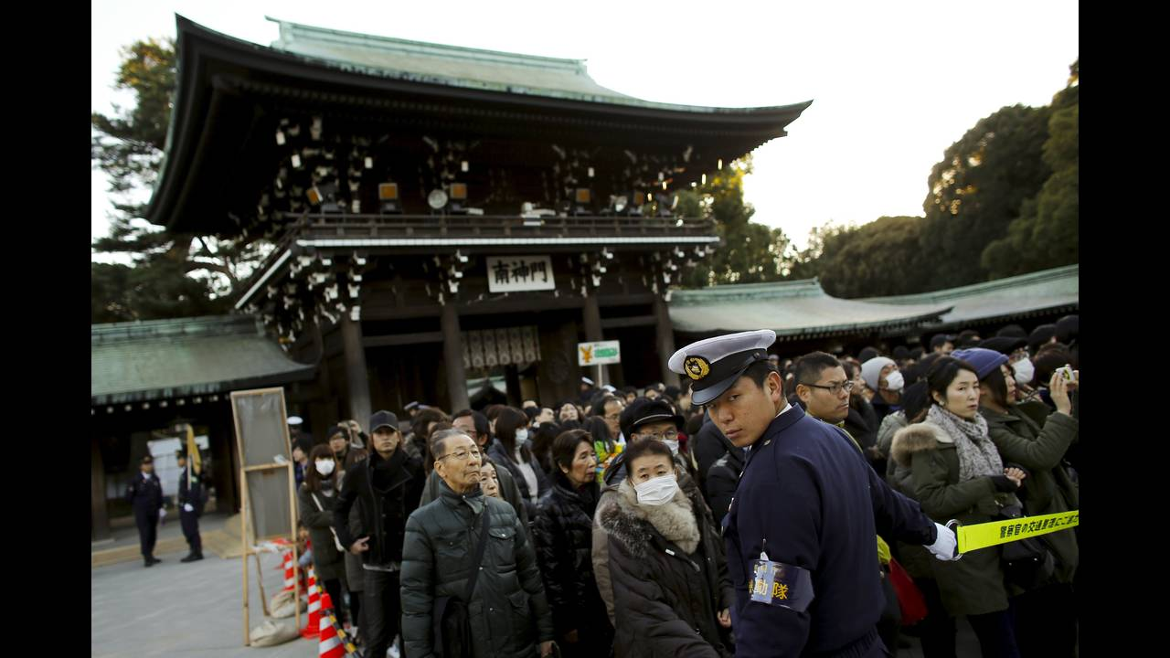 https://cdn.cnngreece.gr/media/news/2016/01/04/17371/photos/snapshot/NEW-YEAR-JAPAN8.jpg