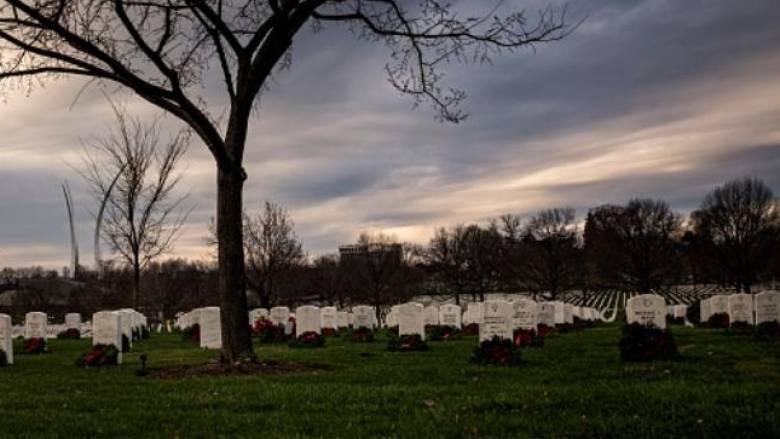 Τους δολοφόνησε στο νεκροταφείο στο μνημόσυνο της συζύγου του