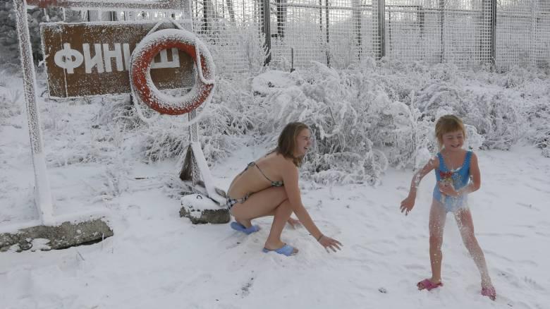 Μπάνιο στα παγωμένα νερά της Σιβηρίας
