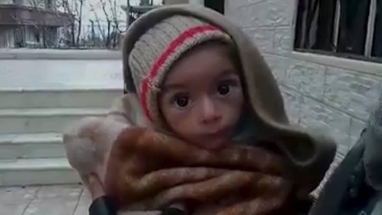 """""""Πράσινο φως"""" από Άσαντ για βοήθεια σε πόλη όπου τα παιδιά πεθαίνουν της πείνας"""