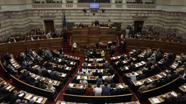 Διορίζουν σύζυγο βουλευτή του ΣΥΡΙΖΑ σε εταιρία φάντασμα, καταγγέλλει η αντιπολίτευση στη Βουλή
