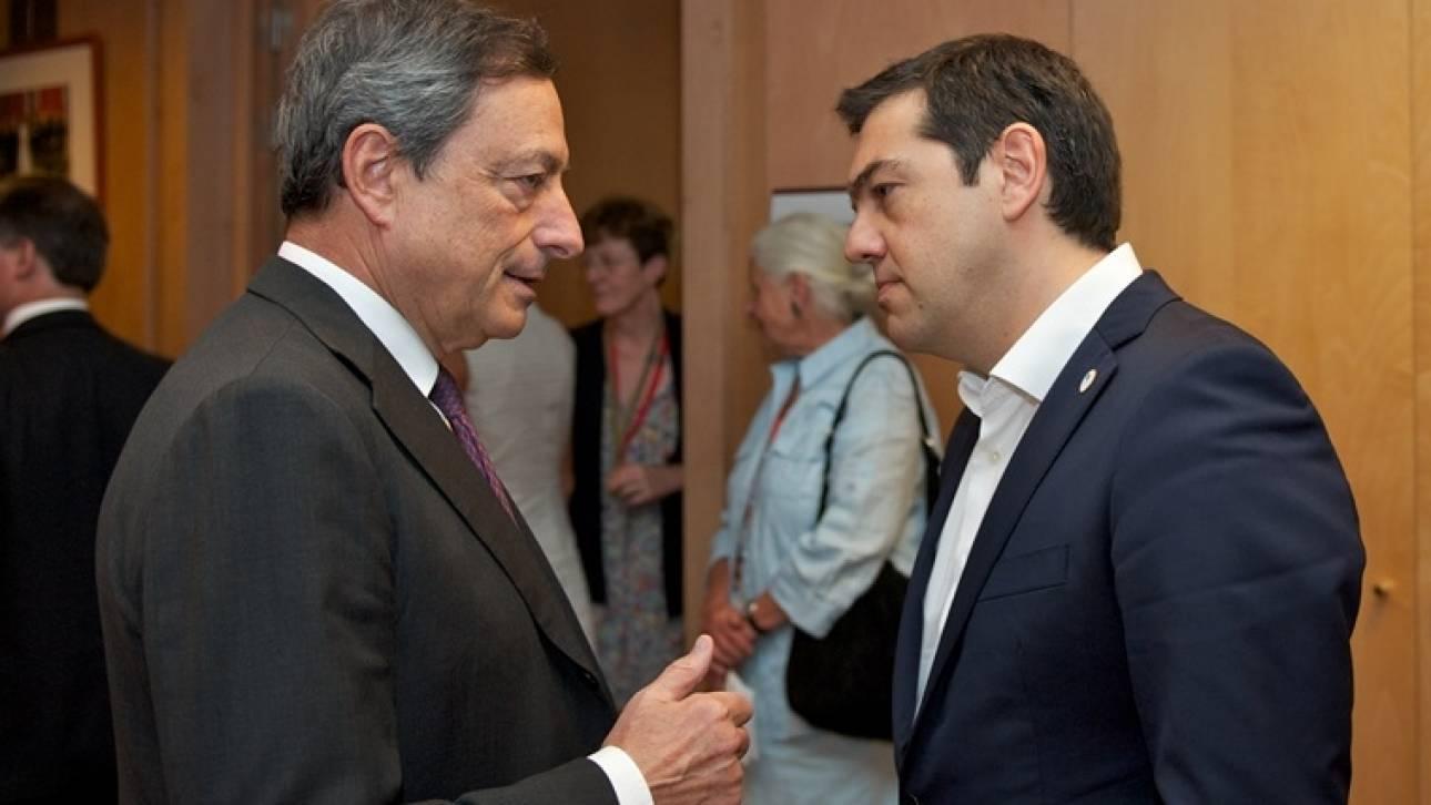 Στο ταξίδι Τσίπρα στο Νταβός στρέφει το ενδιαφέρον της η κυβέρνηση