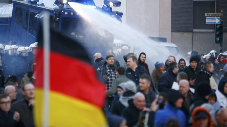 Γερμανία: επεισόδια στη διαδήλωση της ακροδεξιάς για τις επιθέσεις εναντίον γυναικών