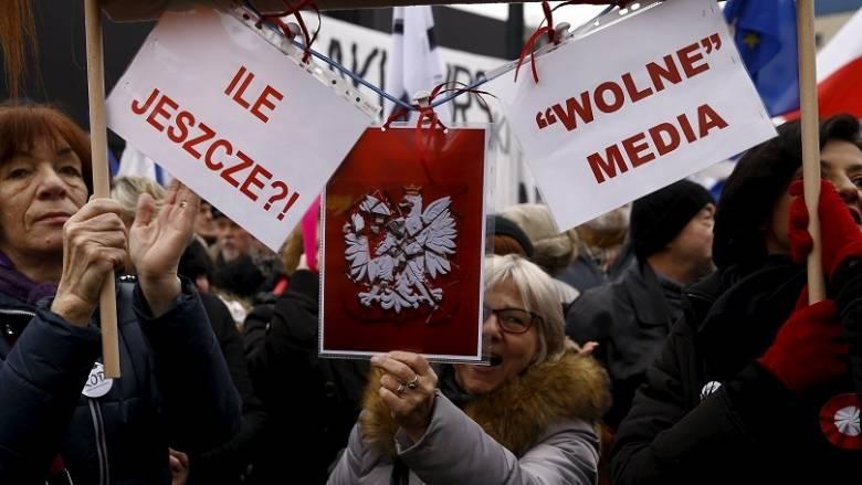 Πολωνία: Μεγάλες διαδηλώσεις για το νομοσχέδιο για τα ΜΜΕ