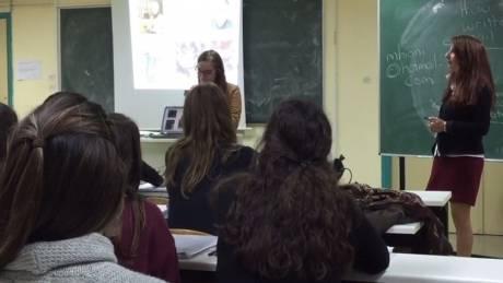 Γιατροί και δικηγόροι μαθαίνουν Αγγλικά για να μεταναστεύσουν
