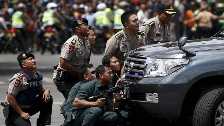 Εκρήξεις και πυροβολισμοί στο κέντρο της Τζακάρτας