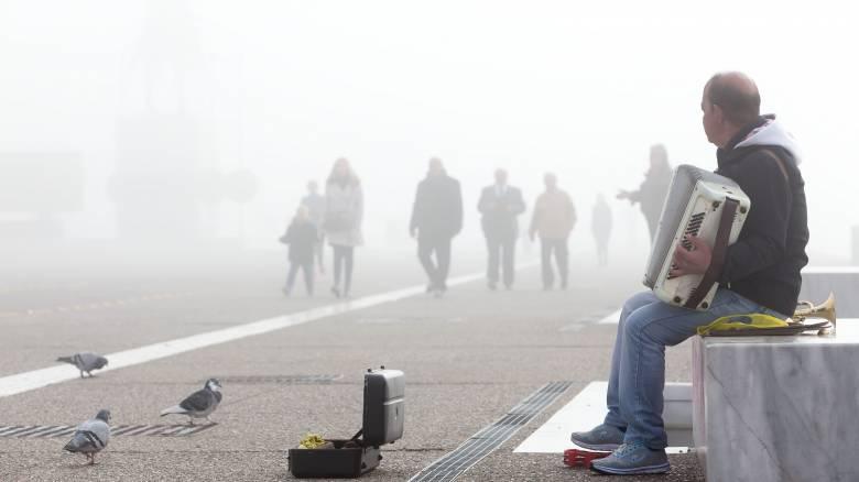 Μαγευτικές εικόνες από τη βυθισμένη στην ομίχλη Θεσσαλονίκη