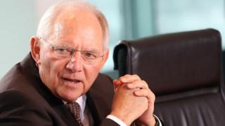 «Απαραίτητη η συμμετοχή του ΔΝΤ στο ελληνικό πρόγραμμα», δηλώνει ο Σόιμπλε