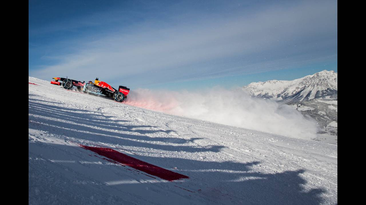 https://cdn.cnngreece.gr/media/news/2016/01/16/18656/photos/snapshot/RED-BULL-RB7-VESTAPPEN-ON-SNOW-3.jpg
