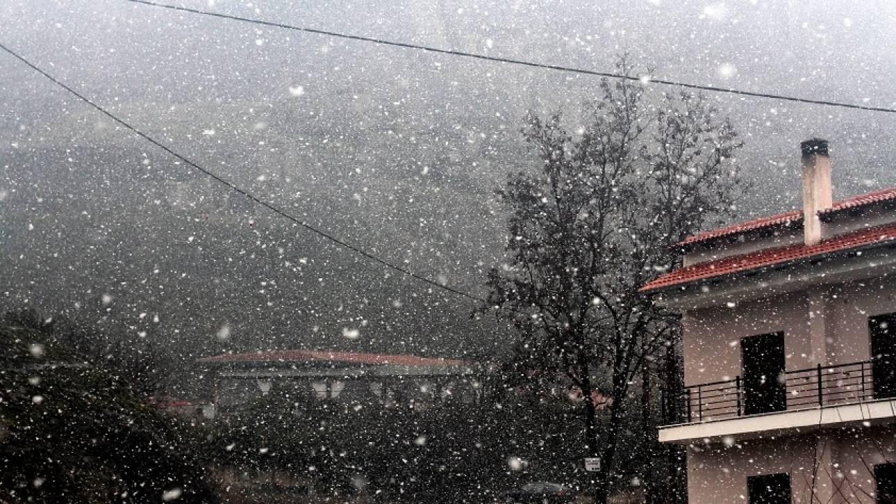Καιρός: Κλειστή η γραμμή Κυλλήνη-Κεφαλονιά - Χιόνια στο Βόλο