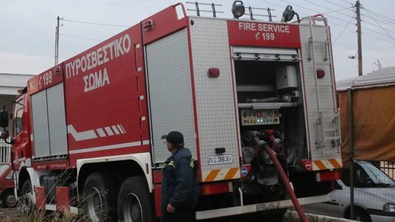 Φωτιά σε εργοστάσιο στην Κόρινθο