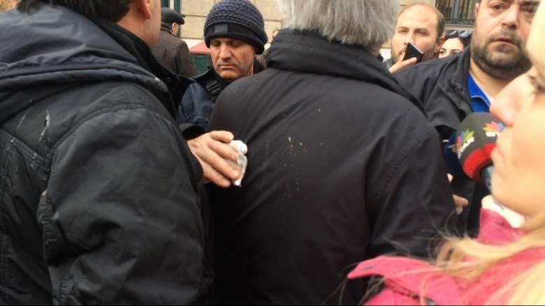 Ασφαλιστικό: Προπηλάκισαν τον πρόεδρο της ΓΣΕΕ στην πορεία