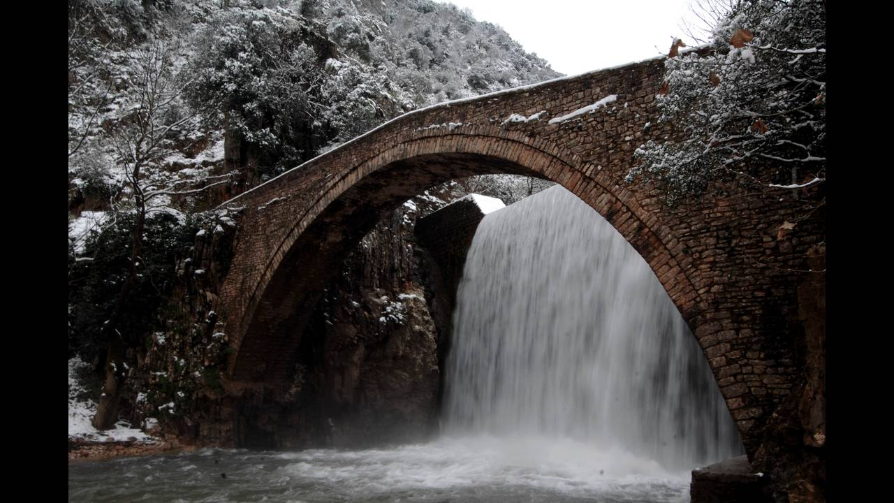 https://cdn.cnngreece.gr/media/news/2016/01/21/19202/photos/snapshot/gefyra-palaiokaryas-eurokinissi-kalliaras.jpg