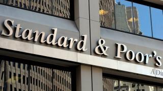 Αναβάθμιση κατά δύο βαθμίδες για την Ελλάδα από την Standard & Poor's
