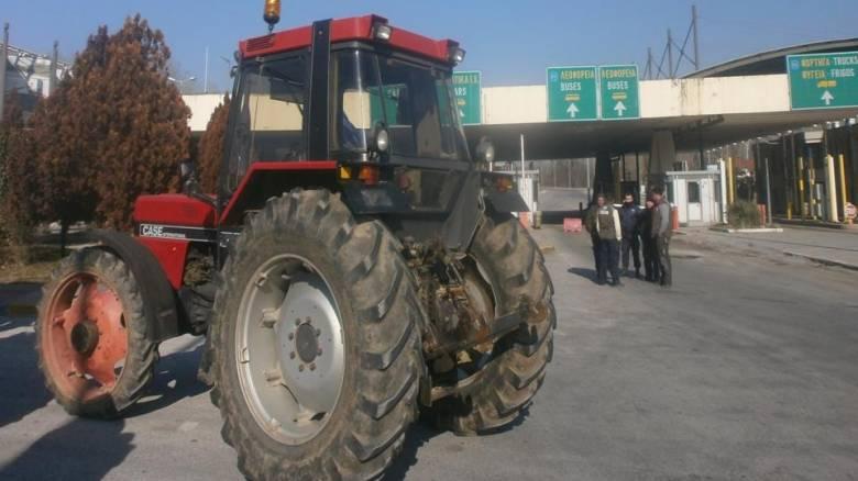 Αγροτικές κινητοποιήσεις: Σκληραίνουν την στάση τους, επεκτείνονται τα μπλόκα