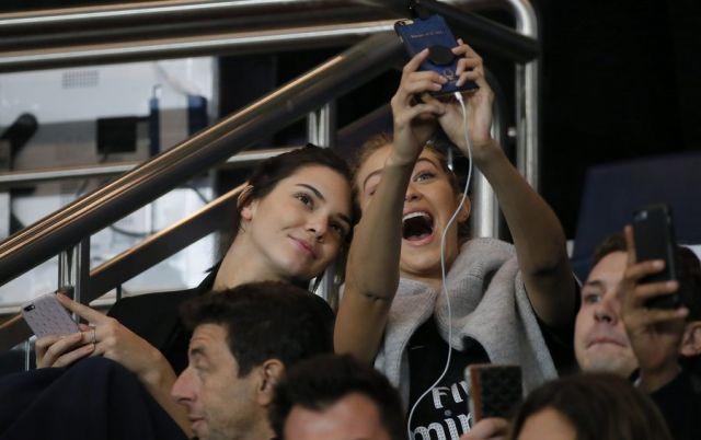 Kendall Jenner και Gigi Hadid σε αγώνα της PsG