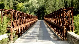 Η γέφυρα Μπανιά πάνω απο τον ποταμό Εύηνο