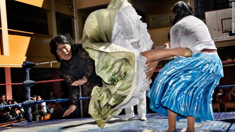 151201172437 fashion tribes daniele tamagni flying cholitas 5