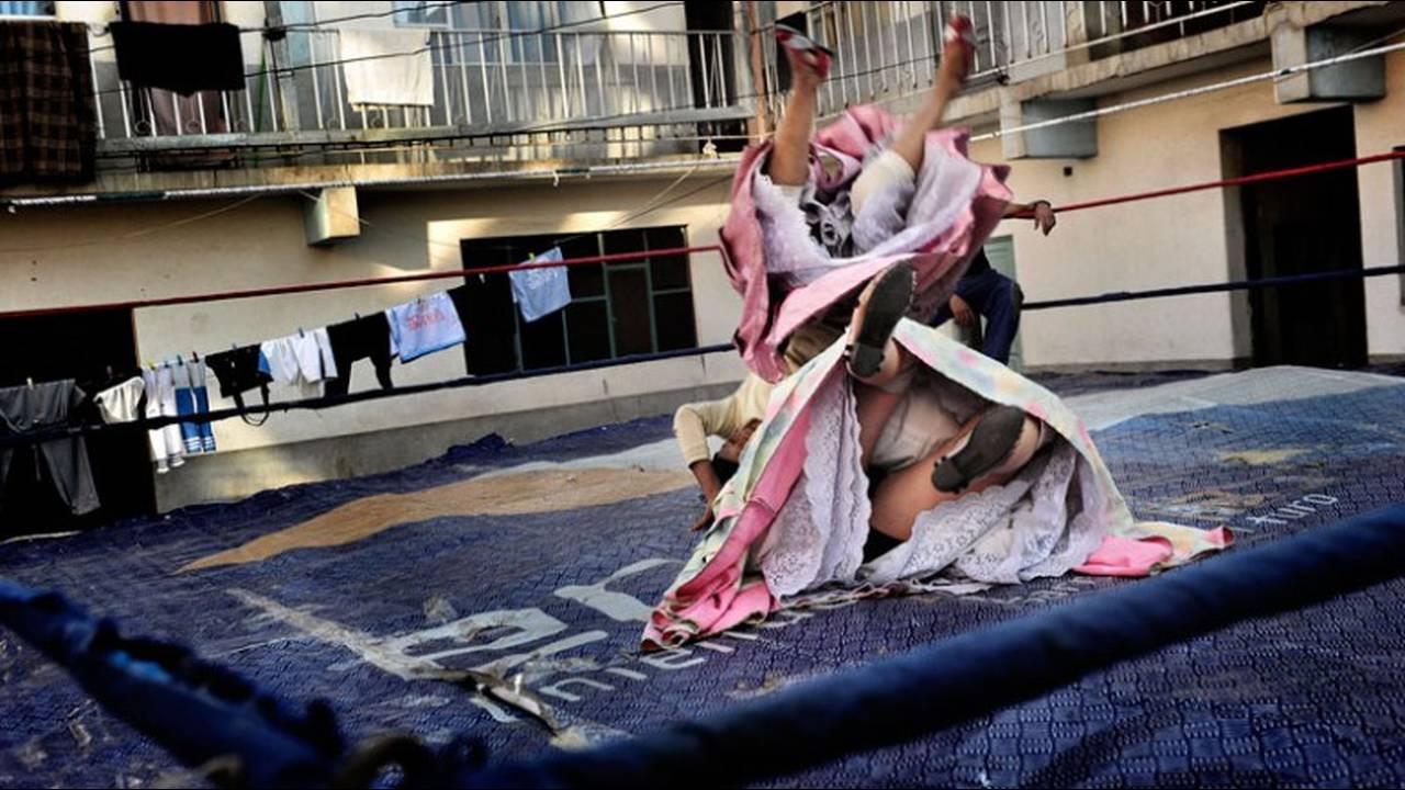https://cdn.cnngreece.gr/media/news/2016/01/26/19647/photos/snapshot/151201172415-fashion-tribes-daniele-tamagni-flying-cholitas-6.jpg