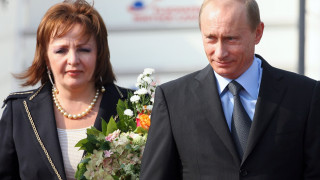 Φήμες ότι παντρεύεται η πρώην κυρία Πούτιν πυροδοτούν σενάρια για τη διάδοχό της