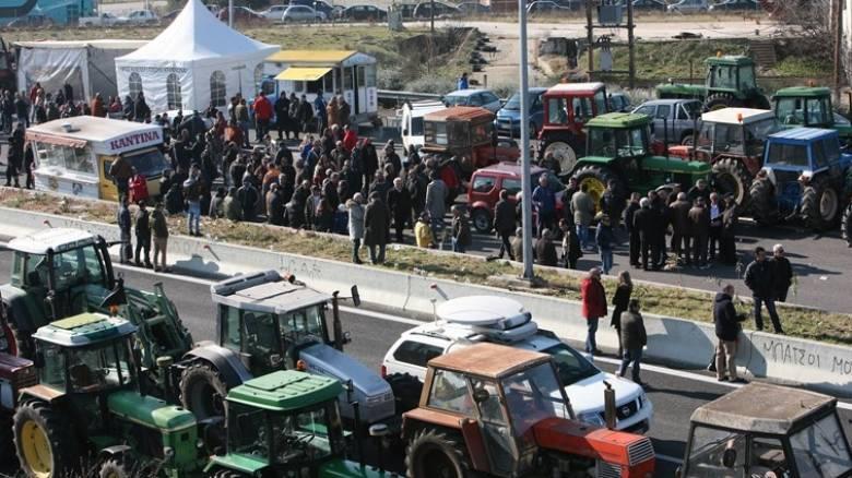 Αγροτικές Κινητοποιήσεις: Συνεχίζουν τα μπλόκα οι αγρότες-Κλειστά τα Τέμπη την Τετάρτη