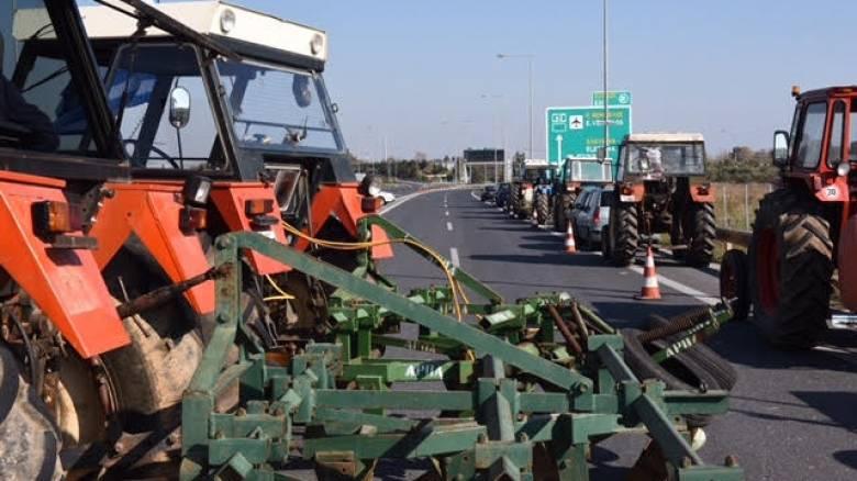 Αγρότες Αττικής: Έκλεισαν τη διασταύρωση προς το αεροδρόμιο