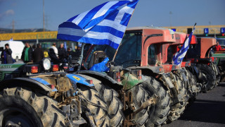 Αγροτικές κινητοποιήσεις: Μπλοκάρουν το εθνικό οδικό δίκτυο