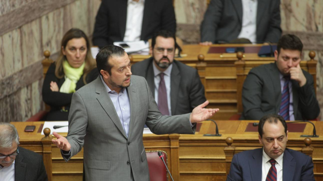 Bουλή: Ψηφίστηκε η τροπολογία για τις τηλεοπτικές άδειες