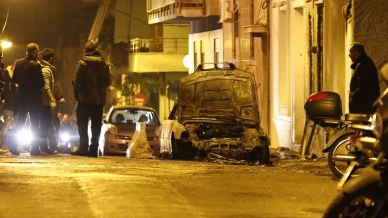 Επίθεση με μολότοφ στο σπίτι του Αλέκου Φλαμπουράρη (pics)