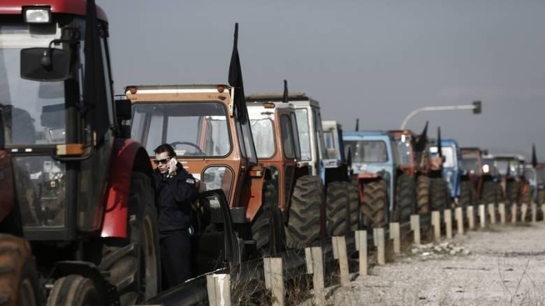 Αγροτικές κινητοποιήσεις: Κλιμακώνουν ενόψει γενικής απεργίας