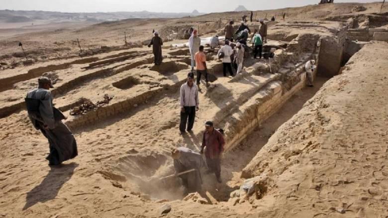 Αίγυπτος: Βρήκαν πλοίο θαμμένο δίπλα σε πυραμίδα