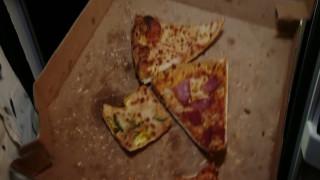 «Λιχούδης» ληστής τρώει πίτσα και συλλαμβάνεται στον ύπνο