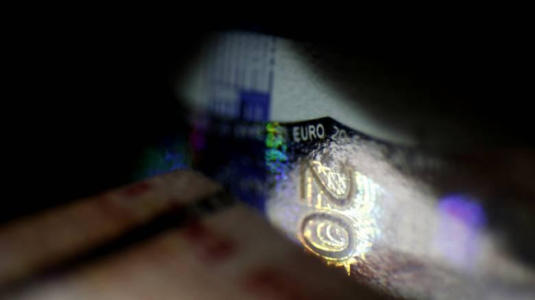 Πόσο έπεσαν οι μισθοί για τους εργαζόμενους στην Ελλάδα το 2015