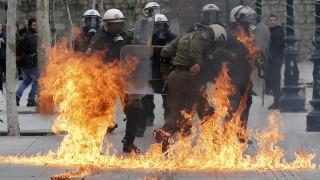 Απεργία 4 Φεβρουαρίου: Συγκρούσεις αντιεξουσιαστών και ΜΑΤ μετά τη μεγάλη πορεία