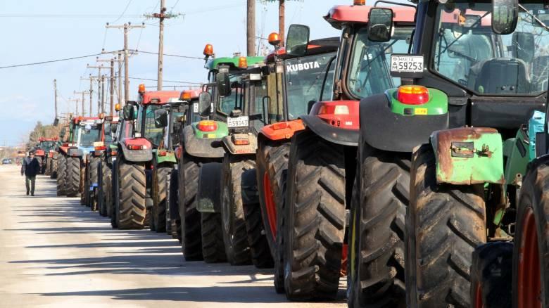 Μπλόκα αγροτών: Έχουν κλείσει ολικά τον Ισθμό