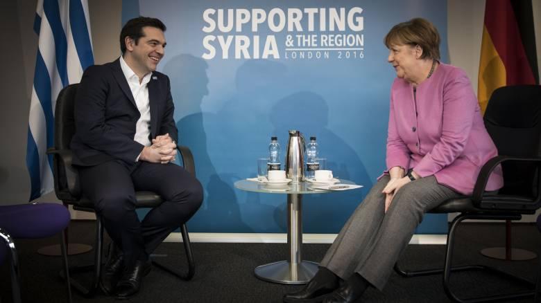 Αγωνία Αθήνας για τους δανειστές, αγωνία Βερολίνου για το προσφυγικό