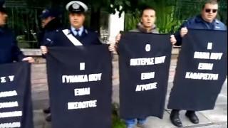 Αιφνιδιαστική διαμαρτυρία αστυνομικών στο Μέγαρο Μαξίμου